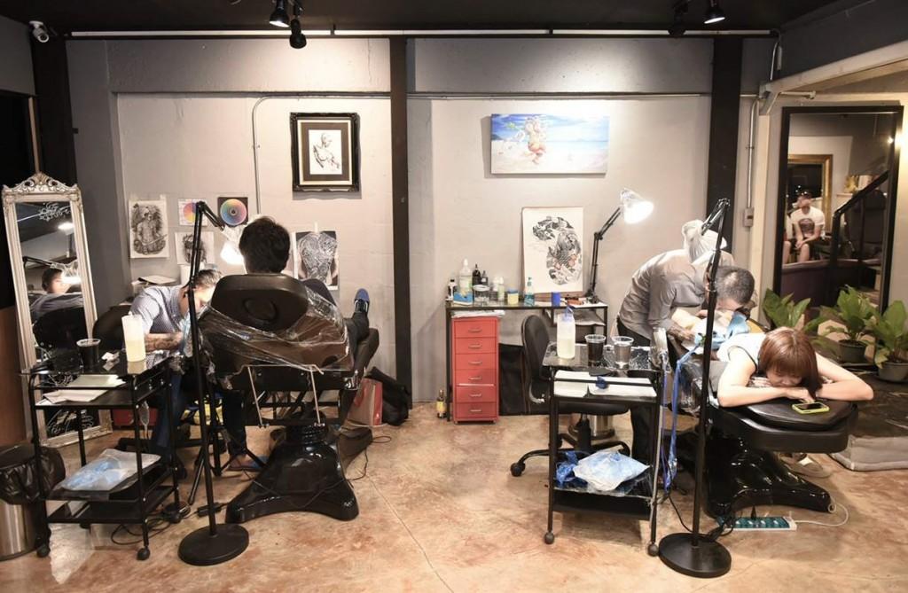 Black Dog Tattoo e Piercing